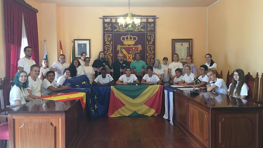 En la imagen, el grupo de alumnos en el Ayuntamiento.