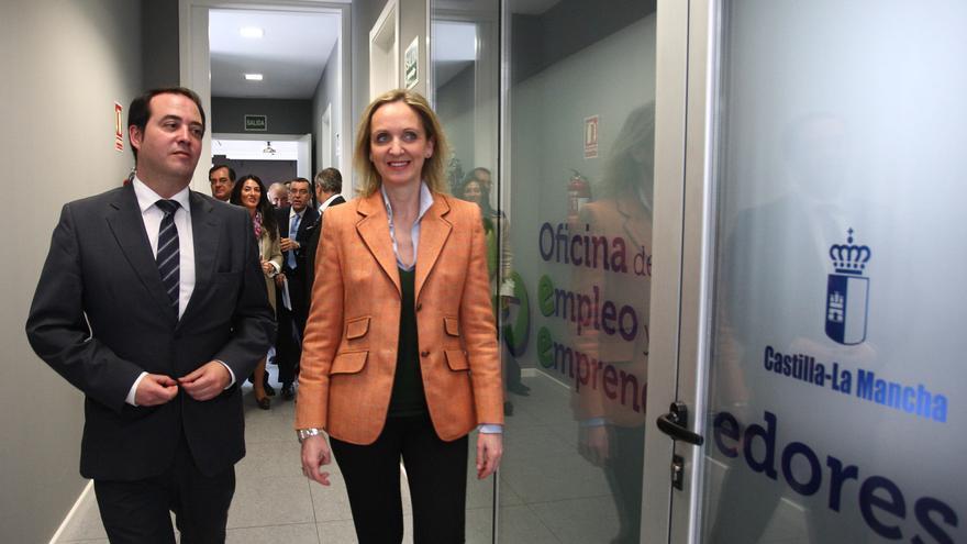 Carmen Casero, consejera de Economía y Empleo, en una oficina de Empleo. Foto: castillalamancha.es