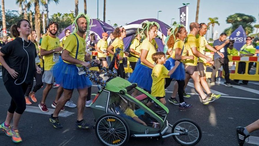 La carrera solidaria de San Silvestre, en Las Palmas de Gran Canaria. EFE/Ángel Medina G.
