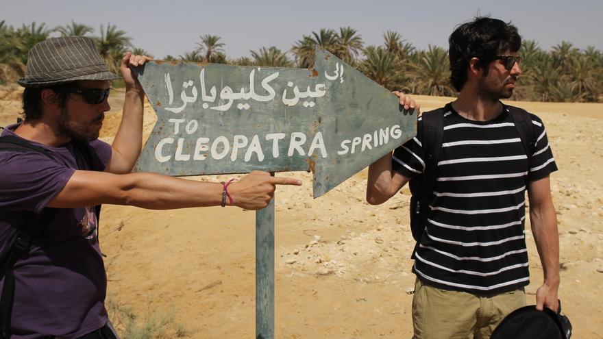 Iosu López (izquierda) y Alberto Menéndez durante su viaje a Egipto el año pasado. / Mochileros TV