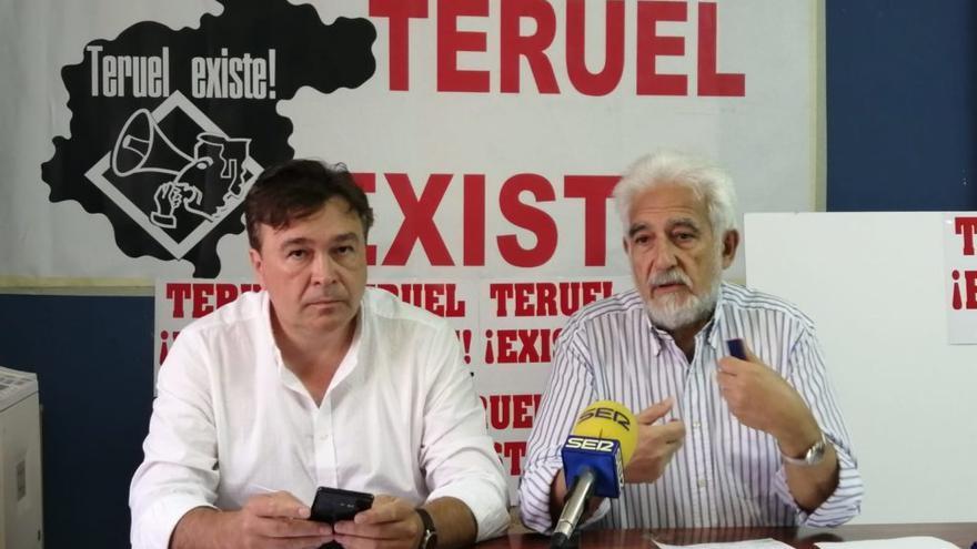 Tomás Guitarte y Manuel Gimeno, de Teruel Existe, en el anuncio de la decisión de la plataforma.