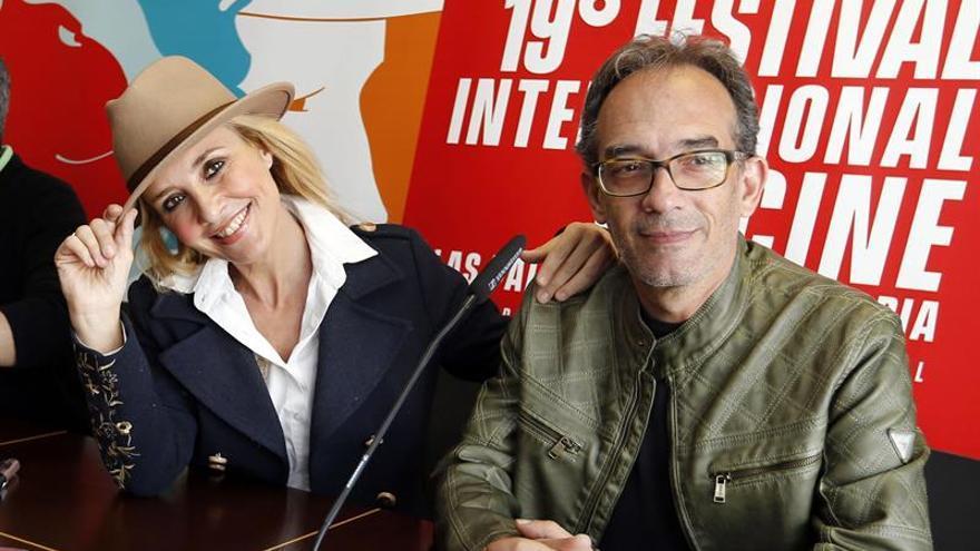El director del Festival Internacional de Cine de Las Palmas de Gran Canaria, Luis Miranda, y la actriz Cayetana Guillén Cuervo