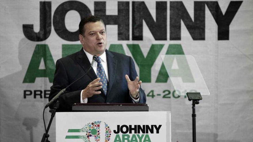 El candidato oficialista presenta planes contra la pobreza extrema en Costa Rica