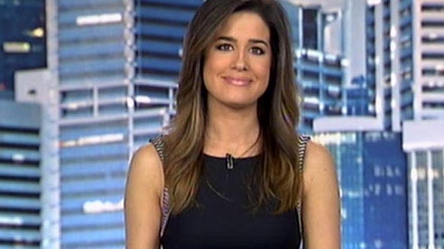 El 'truco' de Isabel Jiménez en Telecinco: se le cae el pinganillo y desaparece