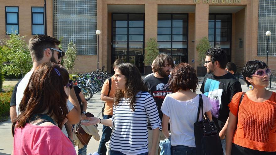 """IU afirma que España """"no es un país para jóvenes"""" por las """"elevadísimas"""" tasas de paro juvenil"""