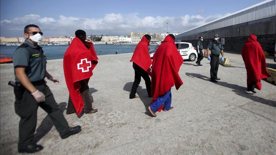 Rescatan a 25 inmigrantes en dos pateras en el Estrecho