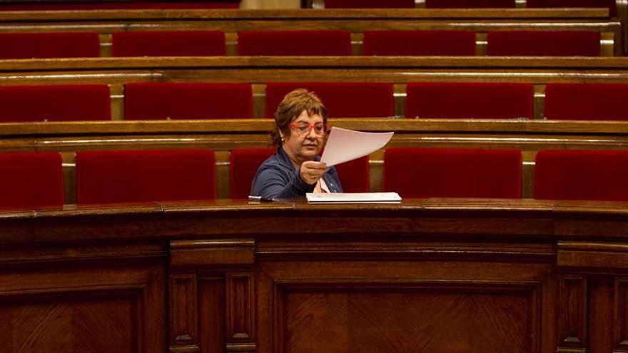 Consejera catalana dice que se le malinterpretó sobre los 'niños de la cola'