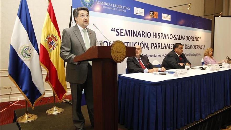 """Diputado español transmite su """"preocupación"""" por la salvadoreña que pide abortar"""