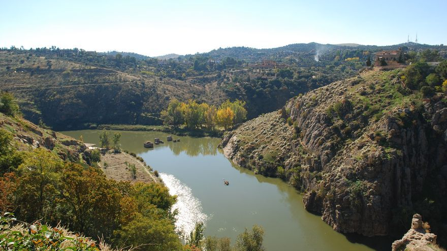 Vista del río Tajo en su paso por Toledo. Foto por Emilio García (flickr).