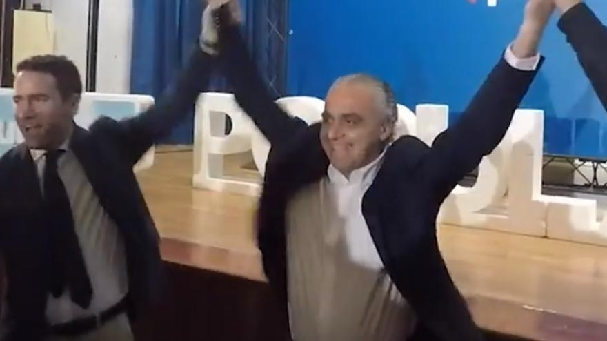 Teodoro García Egea y su tío Manuel Egea, candidato del PP a la alcaldía de Cieza