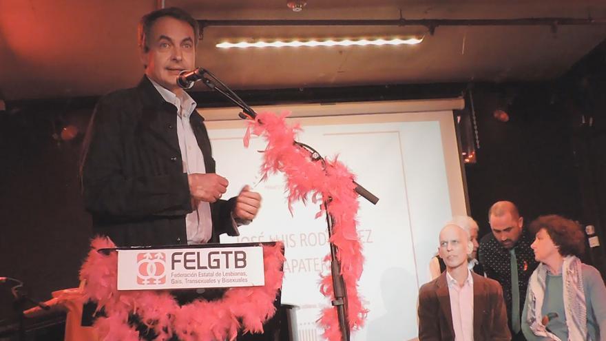 El expresidente José Luis Rodríguez Zapatero en los  Premios Pluma y Látigo 2014 de la FELGTB. / FELTGB