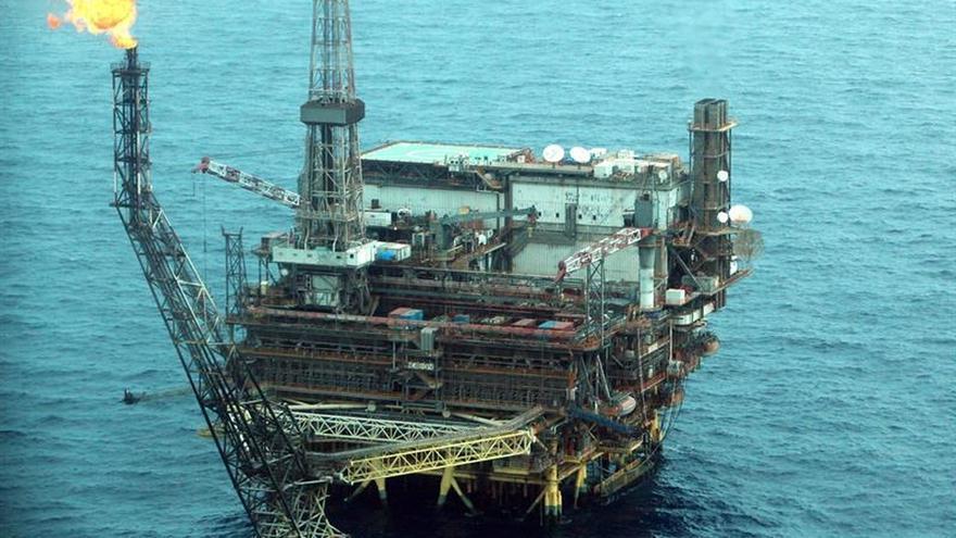 Libia inaugura una nueva plataforma marítima de extracción de petróleo
