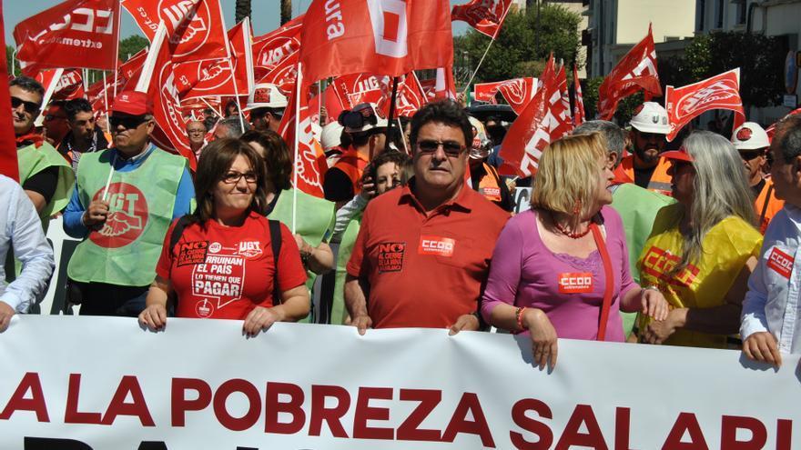 Los dirigentes regionales de CCOO y UGT, en la protesta de Mérida / JCD
