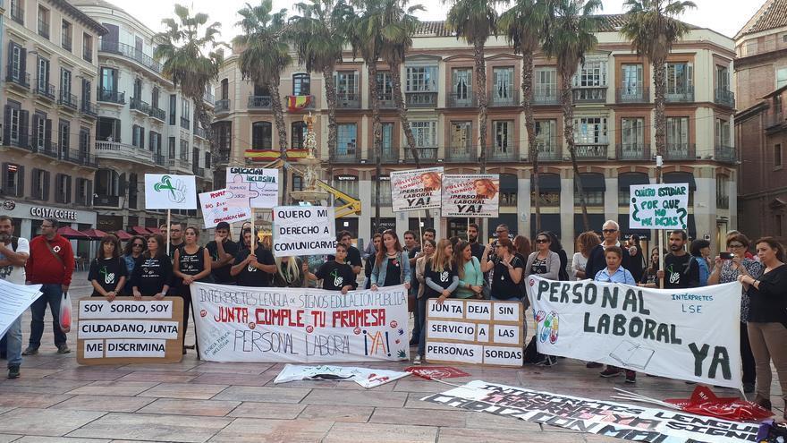 Intérpretes de lengua de signos, durante una protesta en Málaga | N.C.