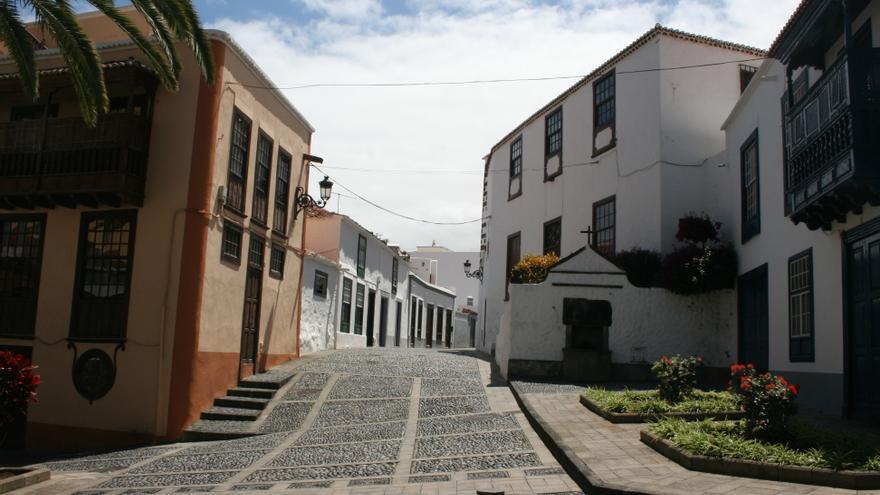 Vista de la calle desde la Plaza de La Alameda.