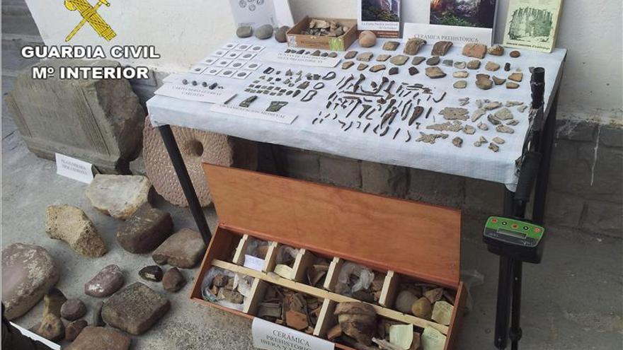 Recuperan 2.000 piezas arqueológicas de expolios en yacimientos de Valencia