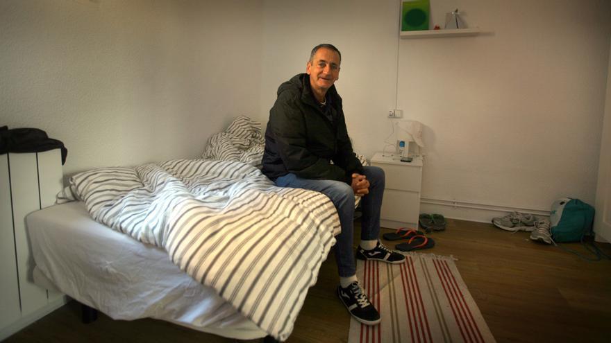José María Álvarez en su habitación de la vivienda supervisada de Casa Caridad