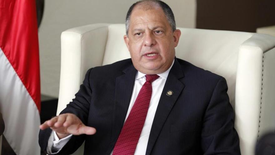 Investigan al expresidente Solís por un hueco presupuestario en Costa Rica