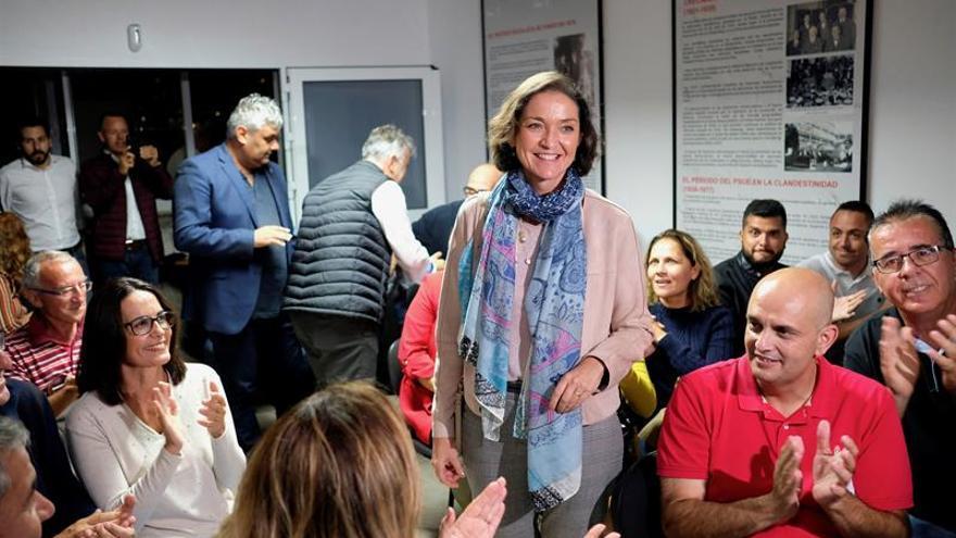 La ministra de Turismo en funciones, Reyes Maroto, en un encuentro en Fuerteventura.