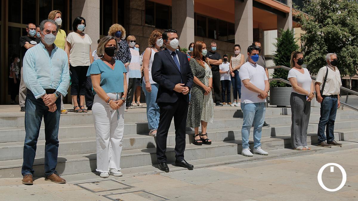 Minuto de silencio en el Ayuntamiento por los últimos crímenes machistas