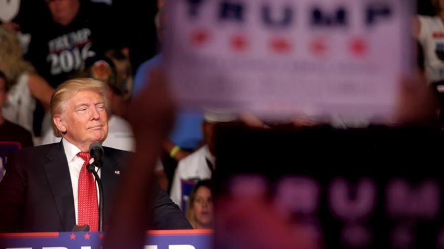 """Trump defiende en Florida """"cerrar las puertas"""" al terrorismo"""