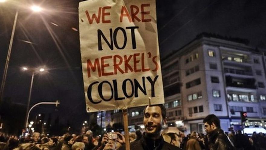"""Protestas en Grecia: """"No somos una colonia de Angela Merkel"""""""
