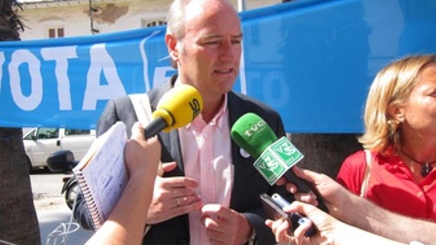Alberto Fabra, Atiende A Los Medios