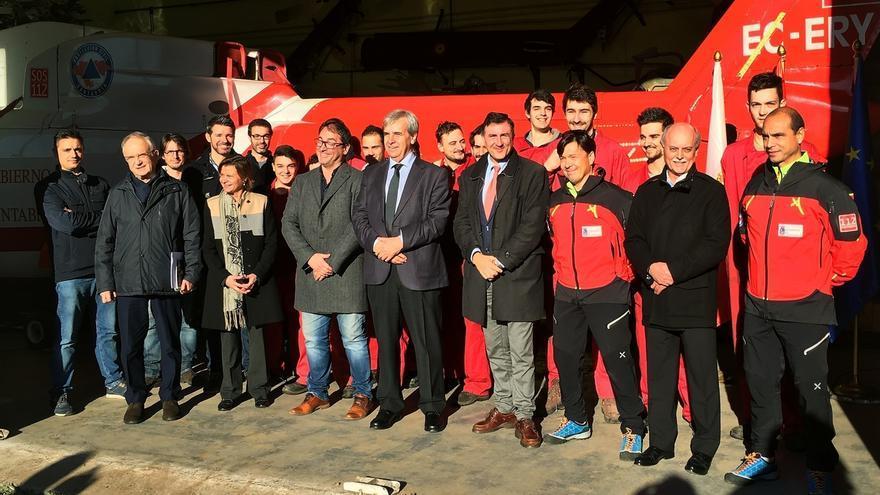 El antiguo helicóptero de Cantabria servirá de aprendizaje para alumnos de mantenimiento aeromecánico de FP