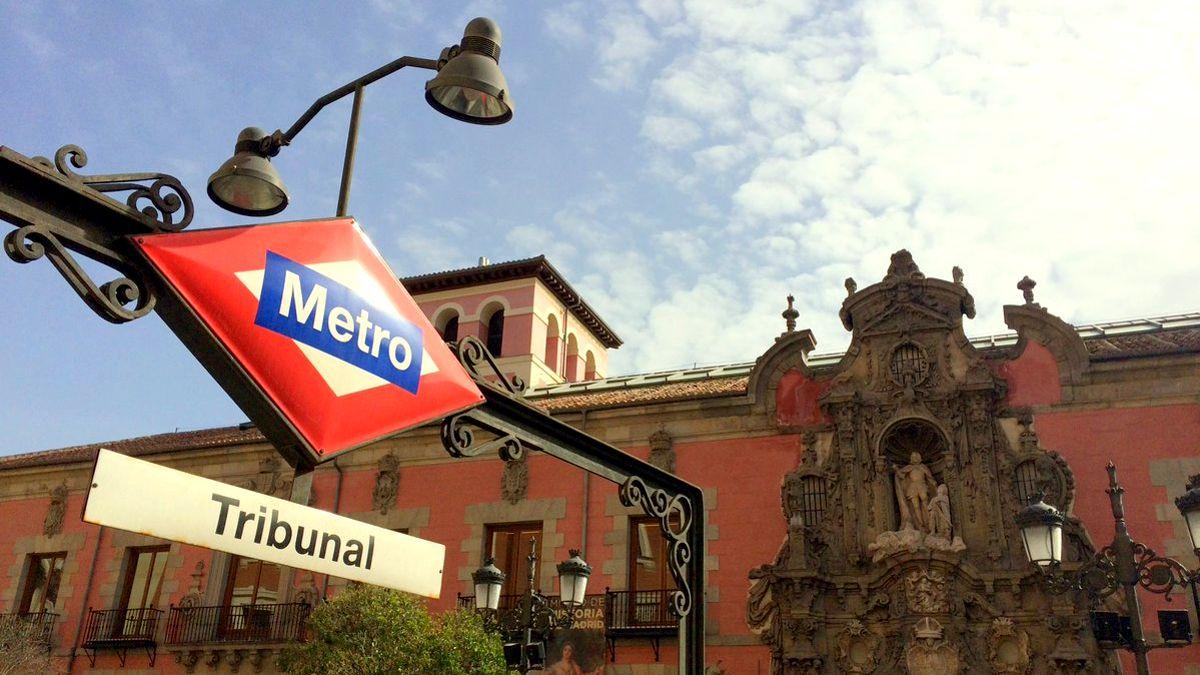 Entrada a la estación de Metro de Tribunal | METRO DE MADRID