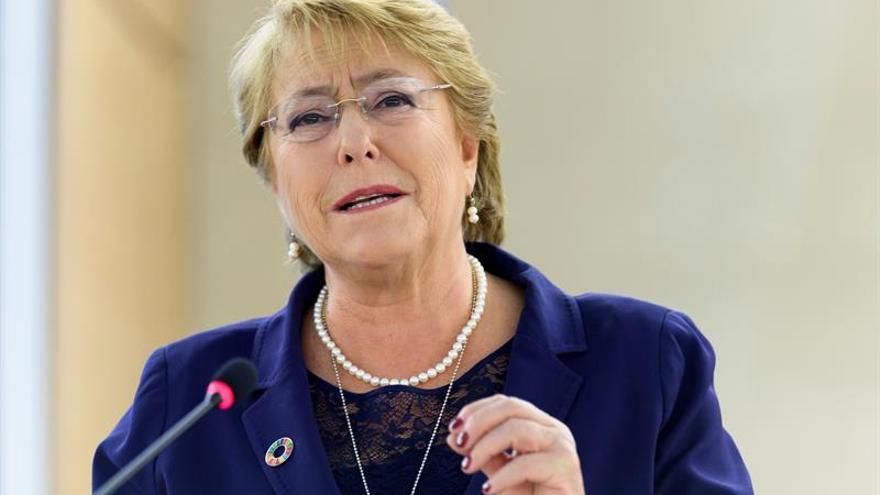 """Bachelet lamenta la muerte de Chacón y la recuerda como una """"valerosa socialista"""""""