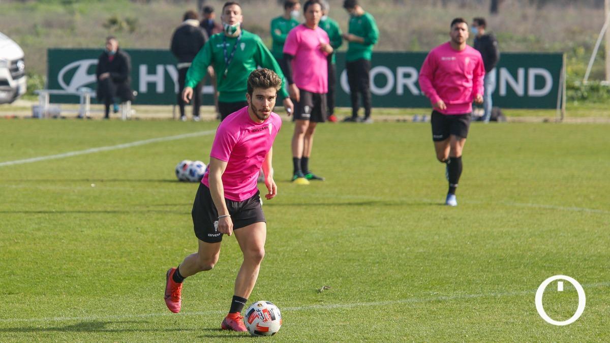 Alberto Salido, en un entrenamiento del Córdoba.