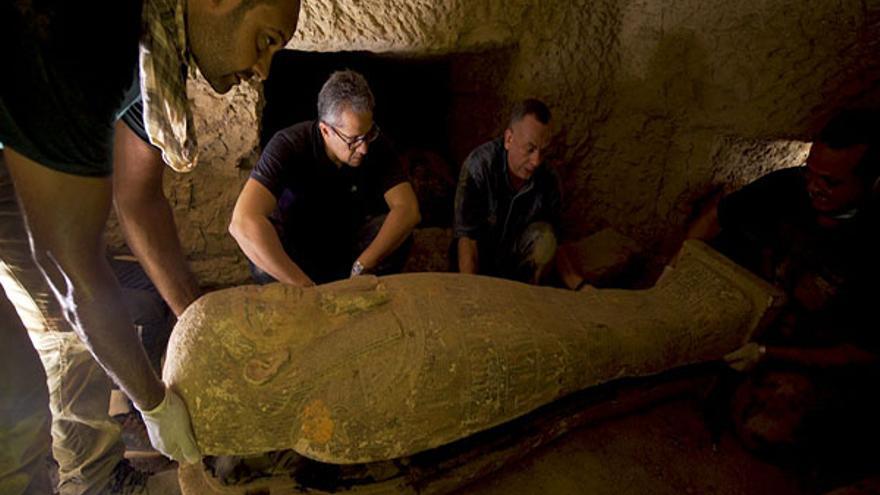 Descubiertos en Egipto un templo, pasadizos y tumbas en la necrópolis de Saqqara