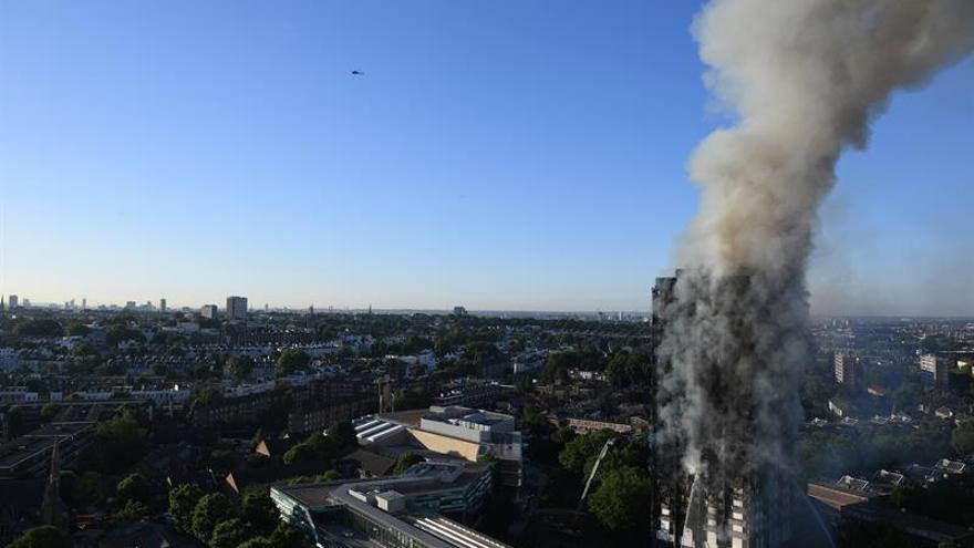 Al menos 30 personas heridas en el incendio de una torre residencial en Londres