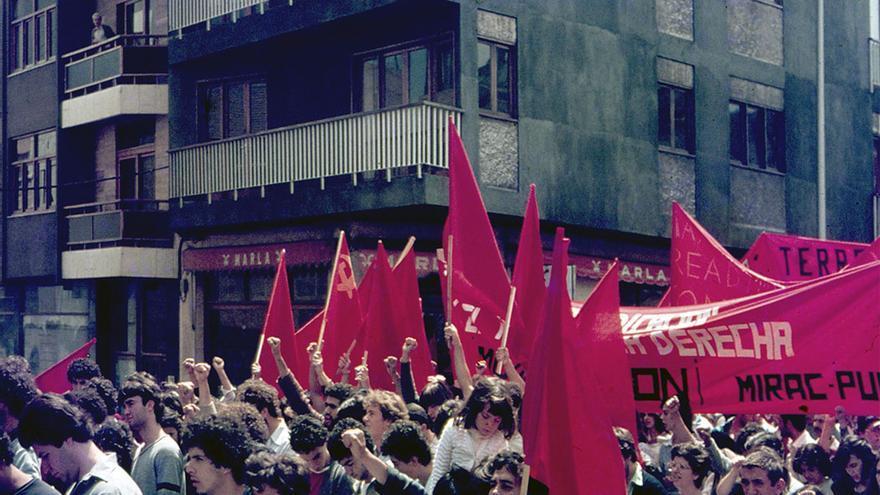 Manifestantes de MIRAC y PUCC en Las Palmas de Gran Canaria.