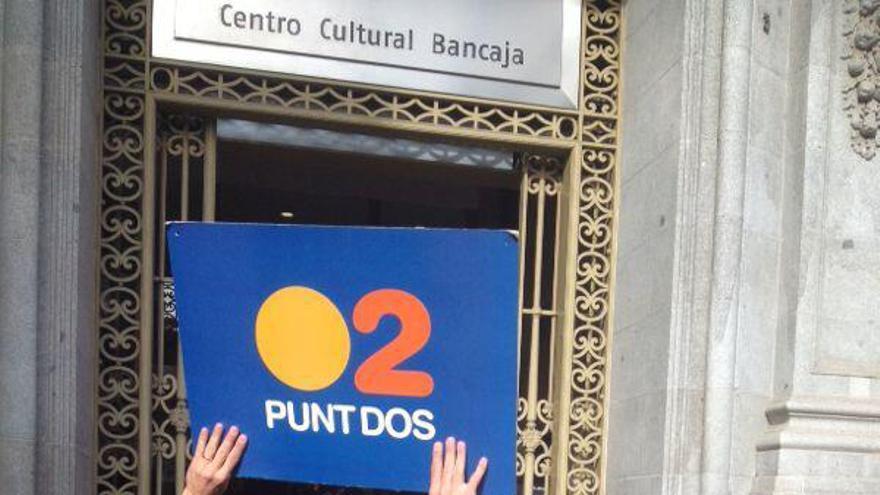Los trabajadores de RTVV protestan a la llegada del President Fabra al Centro Cultural Bancaja/@SerCapelo