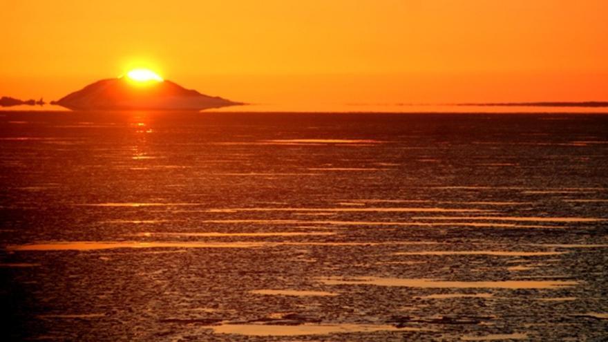 Zona Larsen B. Marzo de 2011. Puesta de sol en una zona recientemente abierta tras el colapso de una superficie equivalente a la isla de Menorca./Sergio Rossi