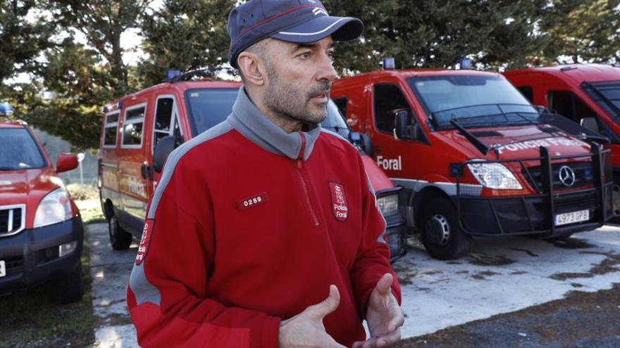 El responsable de comunicación de la Policía Foral, Mikel Santamaría, durante la entrevista.