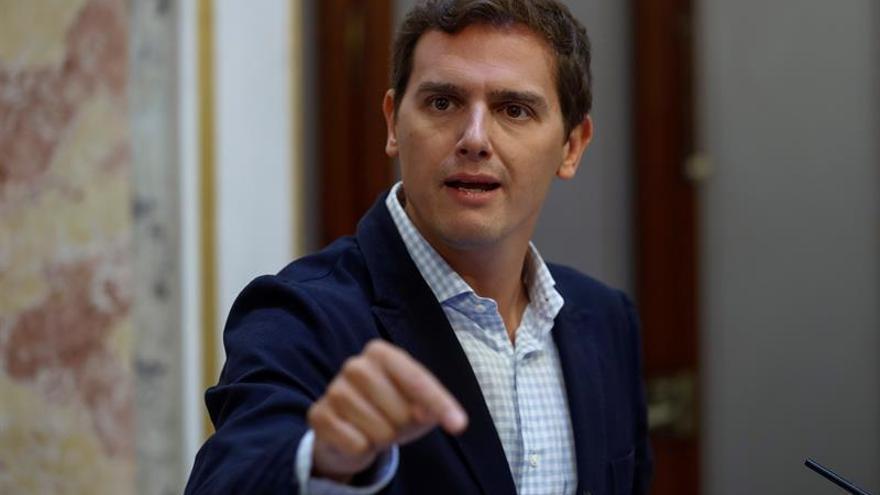 Rivera llama a no engañarse: Las pensiones peligran sin niños y empleo de calidad
