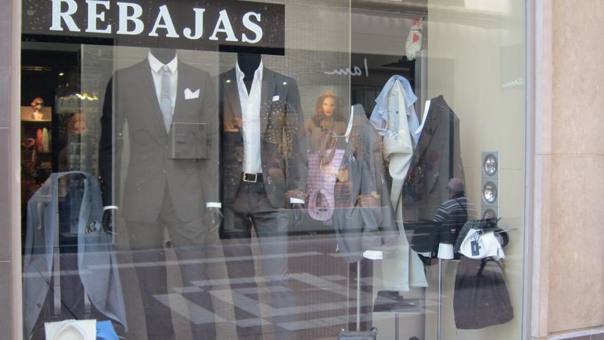 Los comerciantes catalanes prevén no repercutir la subida del IVA tras unas rebajas flojas