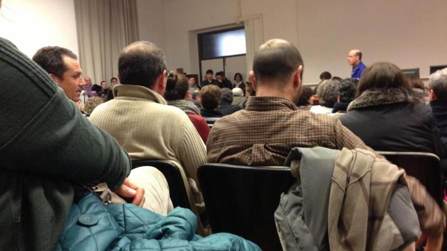 Asamblea de trabajadores en la USC