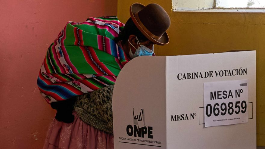 La asociación Transparencia condena las insinuaciones antidemocráticas en Perú