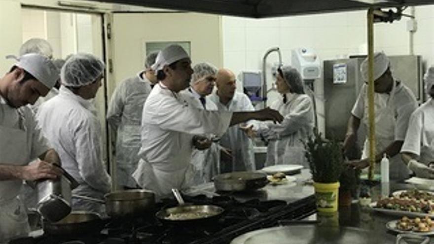 """Artolazabal destaca la """"innovadora labor de formación e inclusión para el empleo"""" que realiza Peñascal Cooperativa"""