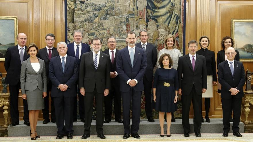 Todos los ministros del Gobierno Rajoy juran su cargo, salvo Santamaría y Cospedal que optaron por la promesa