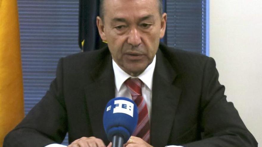 Rivero pide que Fomento pare la licitación de la línea Península-Canarias