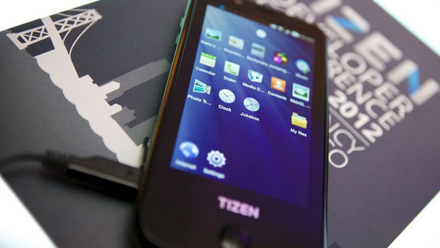 Tizen, sistema operativo de Linux, en un móvil
