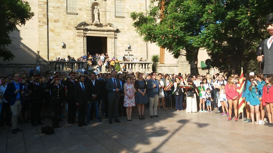 Instituciones y entidades honran la tumba de Rafael Casanova en Sant Boi