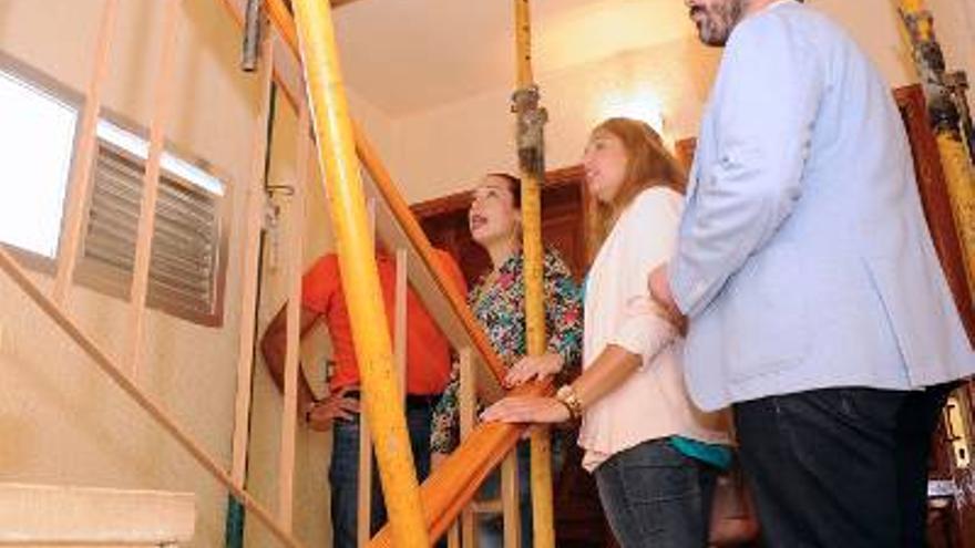 La vicepresidenta del Gobierno visitó la zona de viviendas afectadas por aluminosis