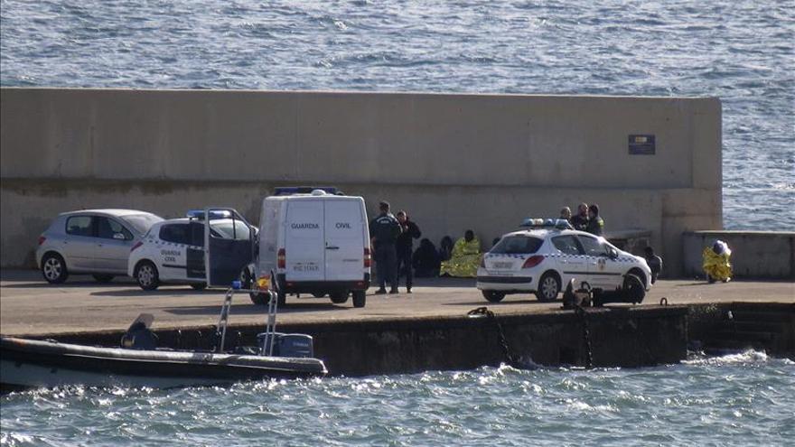 Al menos seis muertos en el naufragio de una patera cerca de Melilla