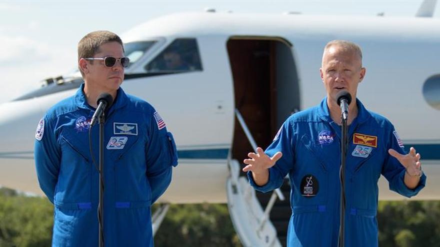 Astronautas de EE.UU. llegan a Florida para el primer viaje tripulado en nueve años