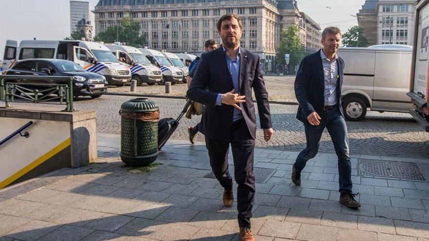 La Mesa de Parlament da una semana a ERC para aclarar la situación legal de Comín